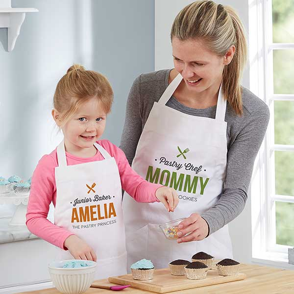 Personalised Girl/'s Princess Apron 4 designs available Ideal for cooking or play